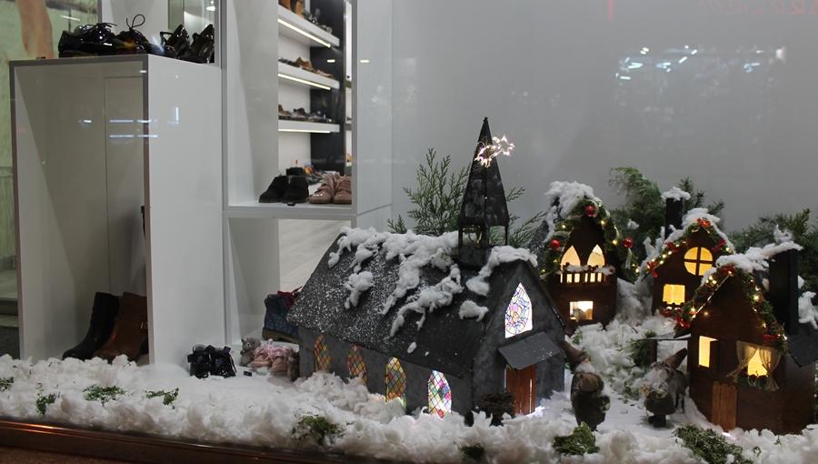 O establecemento Cris Abad foi o gañador do Concurso de Escaparates da Campaña de Nadal, organizada por ACES-Sarria, dentro do programa de actividades desenvolvido nestas datas. (Foto cedida: ACES-Sarria).