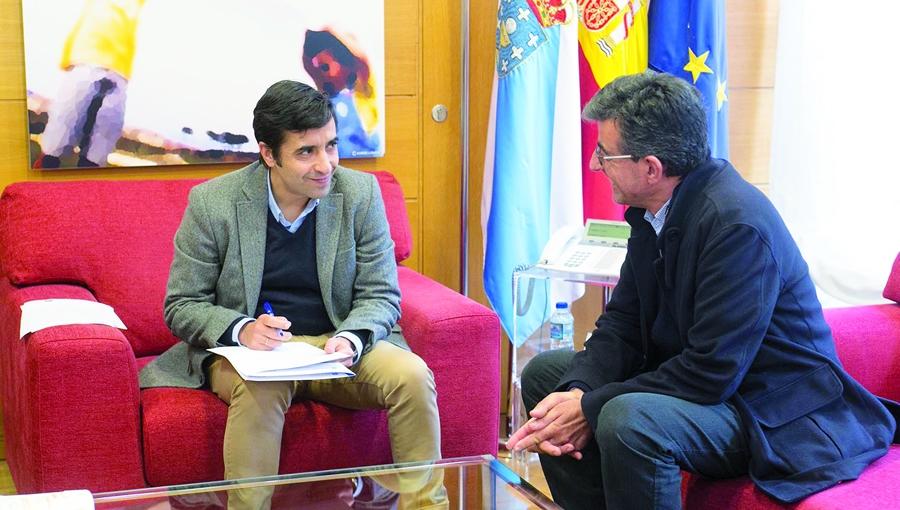 O conselleiro de Política Social, José Manuel Rey Varela, mantivo un encontro co alcalde de Sober, Luis Fernández Guitián, o pasado 10 de xaneiro. GPXG.