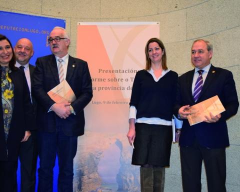 Os alcaldes de Monforte e Sarria, José Tomé e Pilar López, na presentación do Informe sobre o Turismo en Lugo, elaborado polo Eixo Atlántico, que se celebrou en Lugo o 10 de febreiro. GPDL
