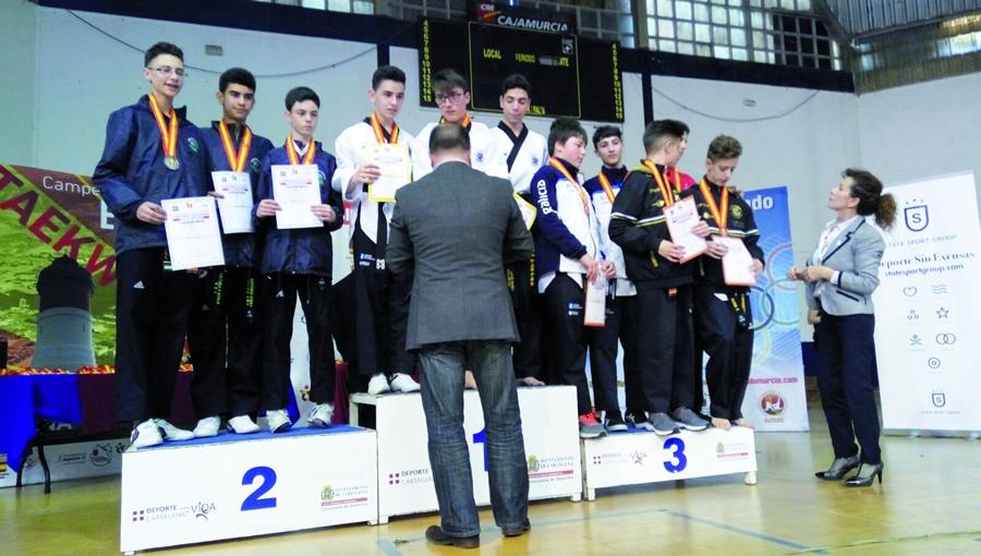 O trío junior de José Roca, Carlos Rey e Carlos Fernández conseguiu o bronce no Campionato de España.  (Foto cedida).