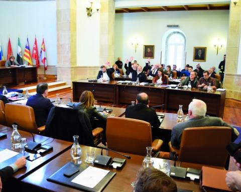 Votación da proposta de Orzamento da Deputación de Lugo para 2017, durante o Pleno extraordinario celebrado o 14 de marzo, que contou cos votos favorables do PSOE e a abstención do PP e do BNG. GPDL