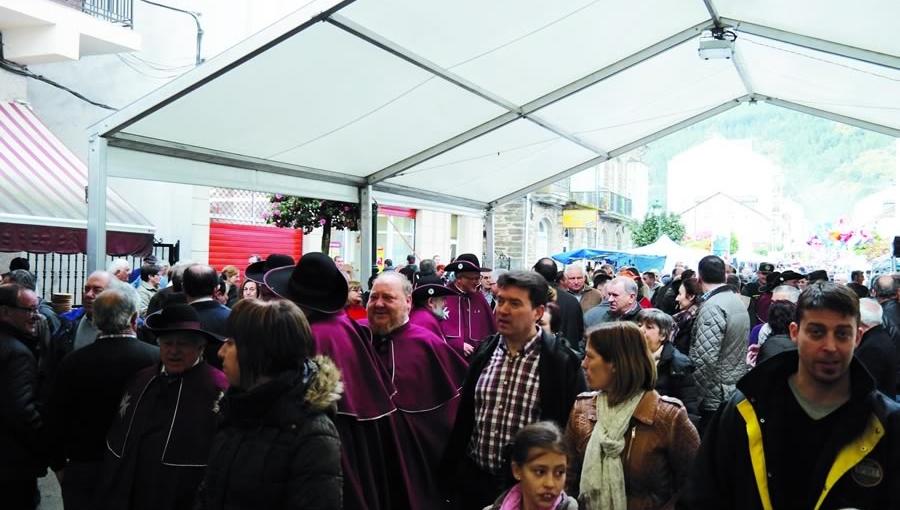 A rúa Real encherase, un ano máis, para celebrar a Feira do Viño de Quiroga, que acada a súa trixésimo quinta edición.  Arquivo EC