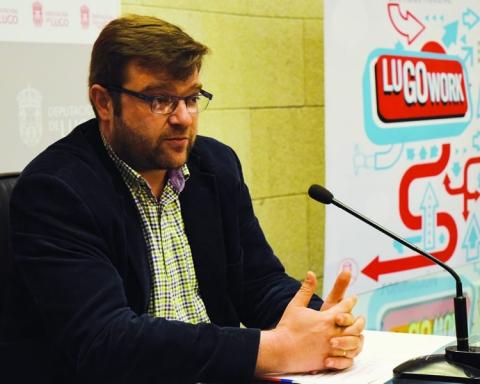 O deputado de Relacións Institucionais presentou os novos cursos do LugoWork. GPDL