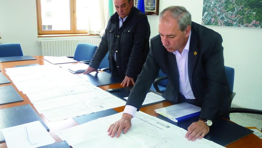 O alcalde de Monforte e o concelleiro de Servizos explicaron as características das obras. GPCM